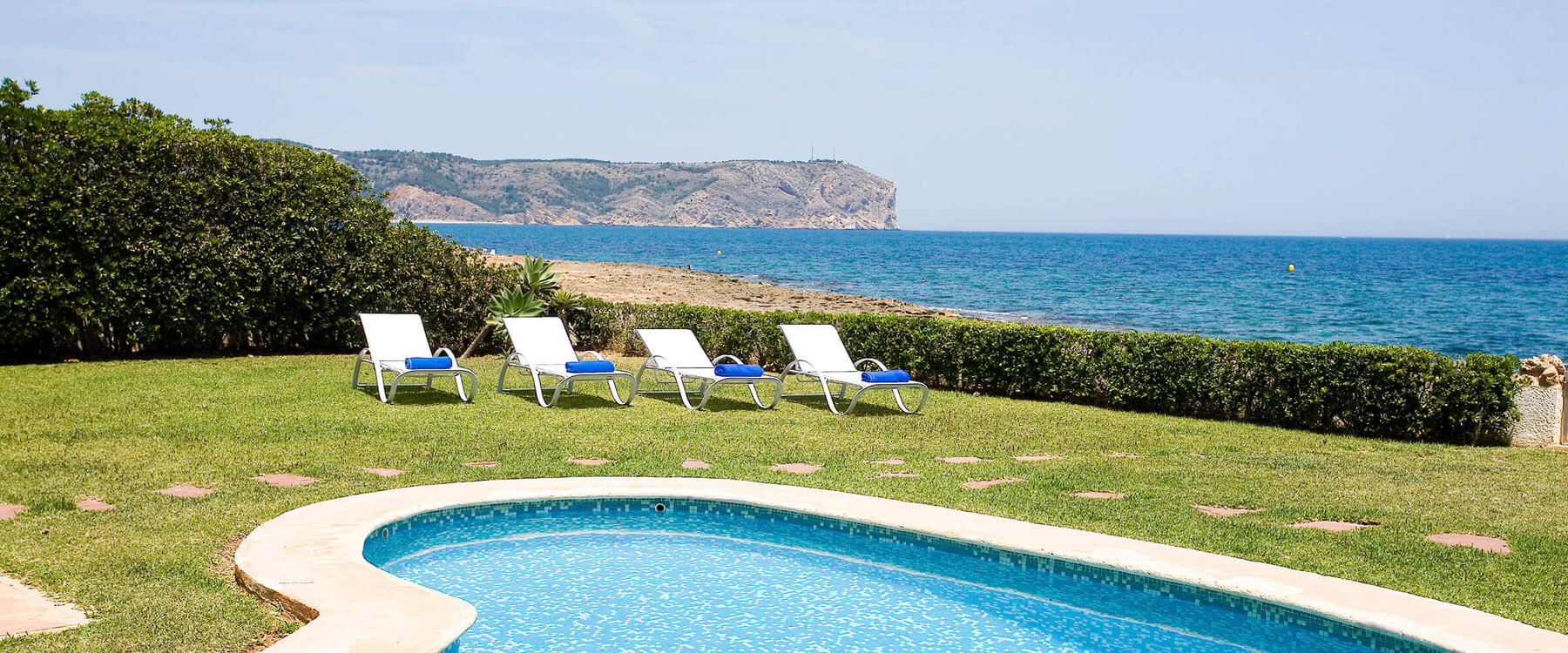 We have holiday homes with direct access to the beach and seaview.
