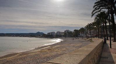 Strand am Hafen von Javea